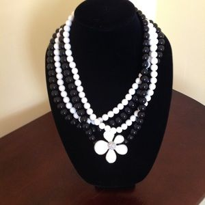 Jewelry - Black & White Statement Necklace